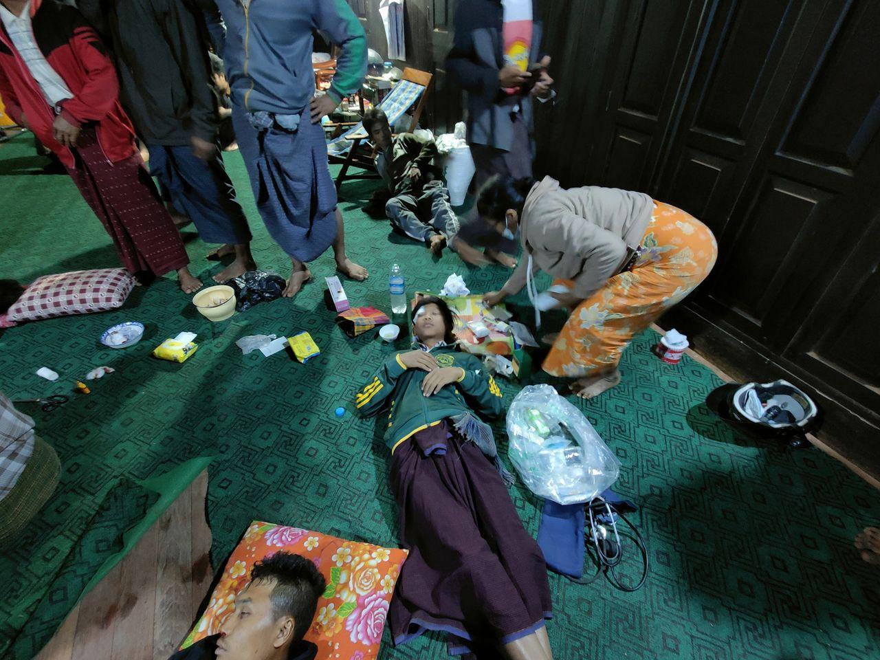 ထီးလင်းတွင် ဖမ်းဆီးခံရသူလွတ်မြောက်ရေး တောင်းဆိုသူများကို ဖြိုခွဲရာ ၁ ဦးသေ၊ ၇ ဦးဒဏ်ရာရ