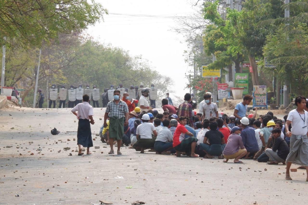 ပခုက္ကူ မြိုင်မြို့တွင် ရဲလက်နက်ကိုင်များ ပစ်ခတ်မှုကြောင့် ၆ ဦးကျဆုံး